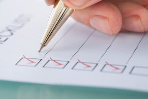 abhaken einer checkliste